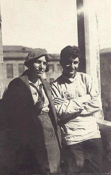 382px-Евгения_Гюзальян_с_будущим_академиком_Арамом_Ганаланяном,1935г.