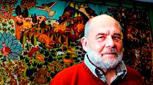 Foto: Jurek Holzer/Svenska Dagbladet 2008-01-30 Författaren Sven Lindqvist intervjuas om sin nya bok Avsikt att förinta som kommer ut i januari. Bilderna är tagna i hans lägenhet på Bellmansgatan och i bakgrunden syns en väggbonad inhandlad under en resa i Kashmir.