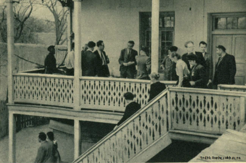 1953 Անգլիացի լեյբորիստ ուսանողները եկել են հայաստան Դվինում