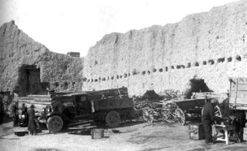 erivanskaya_krepost_sluzhit_stenoj_tramvajnogo_parka_-_1939_god_-big