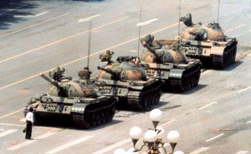 450px-Tank-man